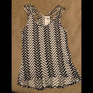 Charlotte Russe XS blank and white geometric tank